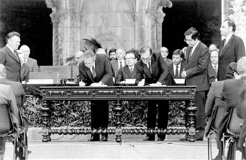 12junho1985_assinatura_tratado_adesao_pt